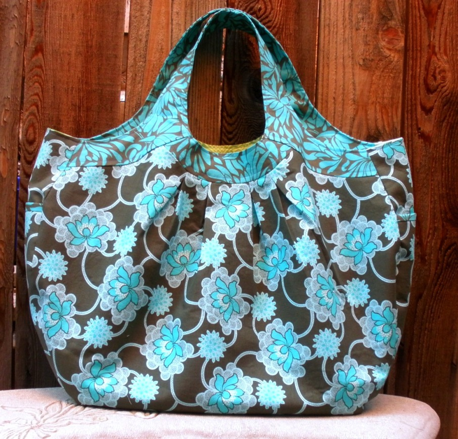 large-tote-bag-in-Amy-Butler-fabrics